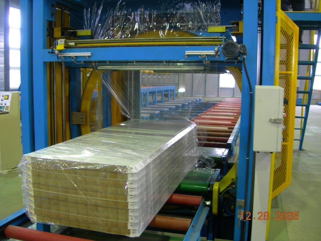 3-Sandwich-panel-wrapping-machine-1024x768.jpg